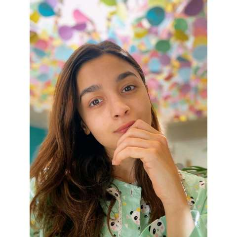 Alia-Bhatt-looks-gorgeous-without-any-makeup
